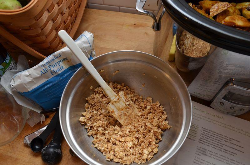 Apple-pielss-a-la-mode-slow-cooker-oat-topping