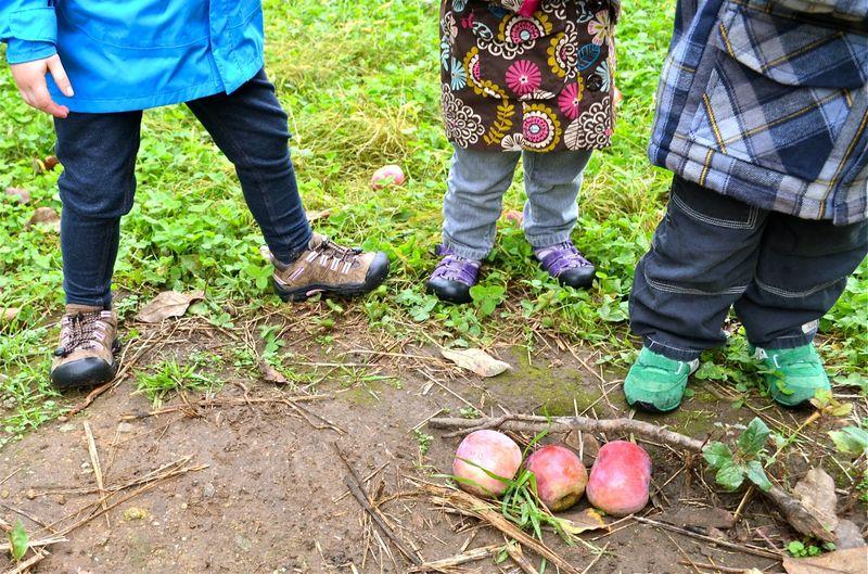 Multiples-feet-three-apples