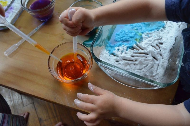 Toddler play learning baking soda vinegar experiment exploration preschool06